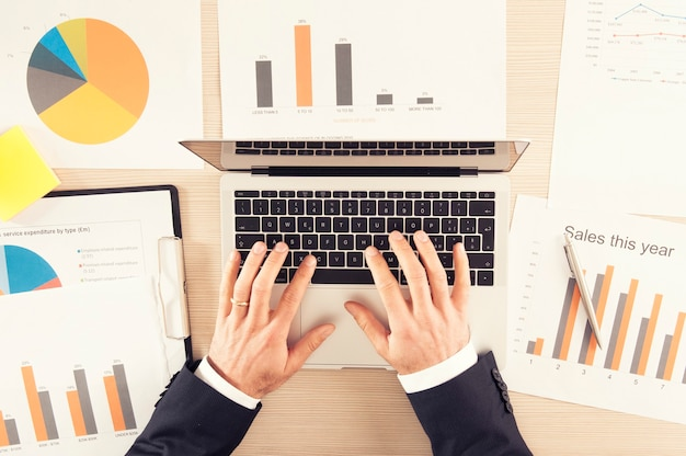 Mensen uit het bedrijfsleven planning strategie analyse office concept