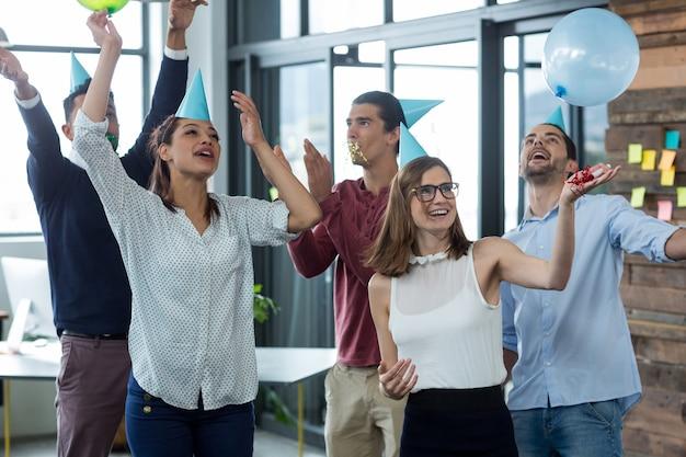 Mensen uit het bedrijfsleven plezier