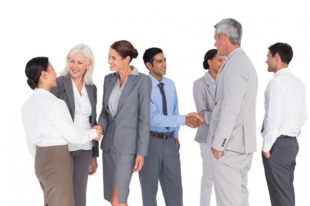 Mensen uit het bedrijfsleven samen spreken