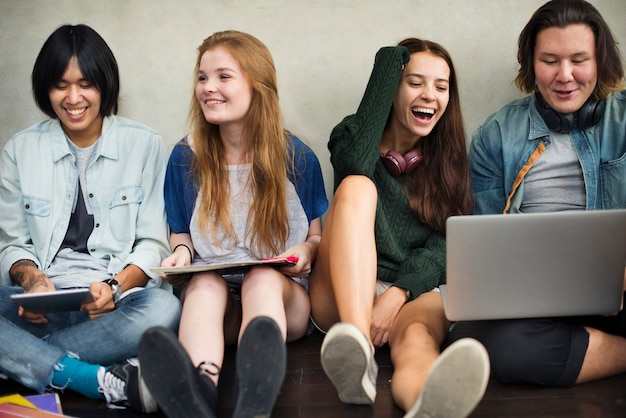 Mensen vriendschap muziek praten entertainment saamhorigheid concept
