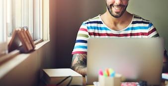 Mensenlaptop de Technologieconcept van Verbindingsgegevensanalyse