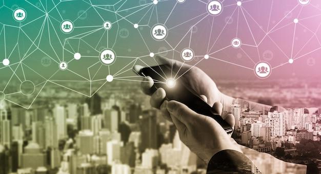 Mensennetwerk en globaal creatief communicatieconcept.