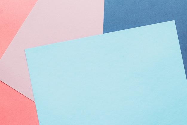 Merkidentiteit grafisch ontwerp en visitekaartje set concept blanco papier getextureerde achtergrond station...