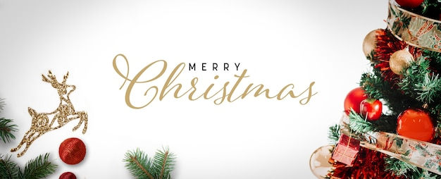 Merry christmas belettering op feestelijke achtergrond