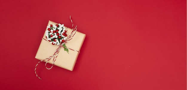 Merry christmas briefkaart banner, decoraties op rood