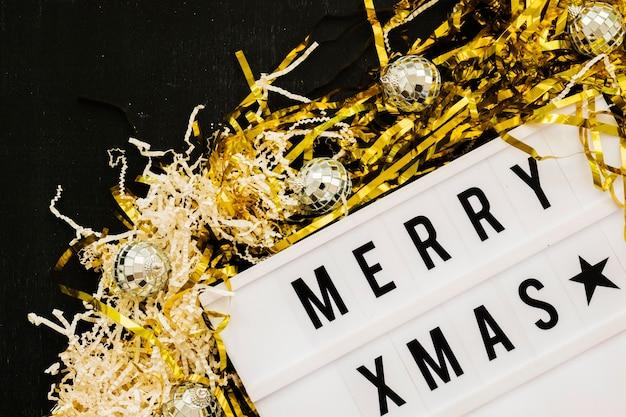 Merry xmas inscriptie aan boord met lovertjes