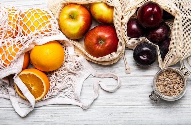 Mesh boodschappentassen met fruit