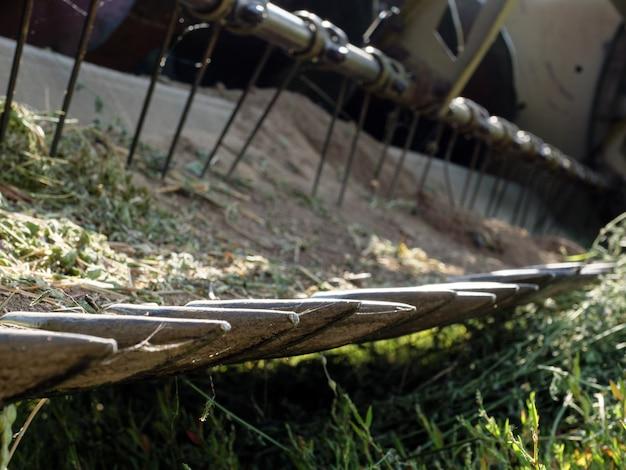 Messen voor het maaien van gras in een maaidorser.