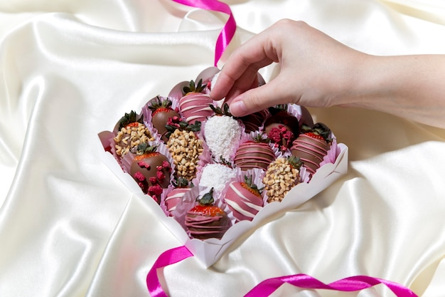 Met chocolade bedekte aardbeien