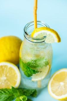 Met citroen doordrenkt waterrecept