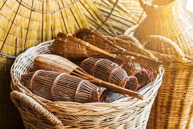 Met de hand gemaakt teenwilg van bamboe
