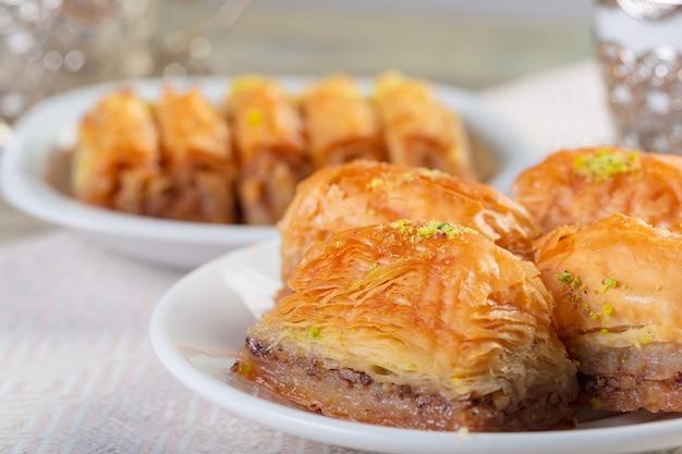 Met de hand gemaakte baklava, traditioneel turks gebak