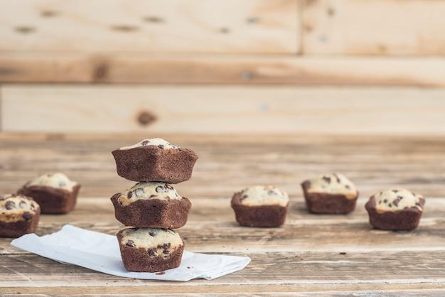 Met de hand gemaakte koekjesbrownie van chocolade
