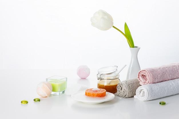 Met de hand gemaakte zeep op wit