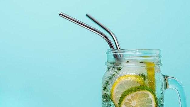 Metaal rekupereerbaar het drinken stro, copyspace