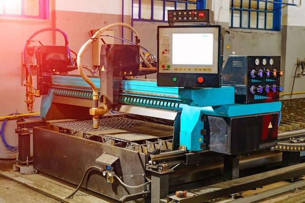 Metaalbewerking freesmachine. industrieel metaalbewerking snijproces door frees