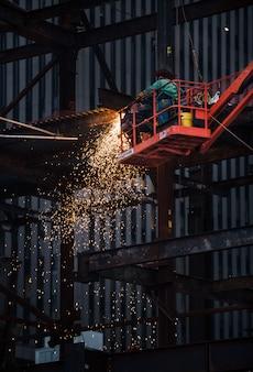 Metaallassen op de bouwplaats