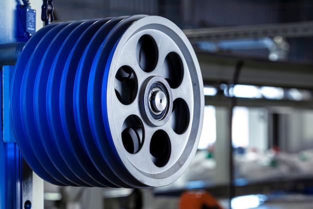 Metaalproductieapparatuur bij de kabelfabriek van dichtbij