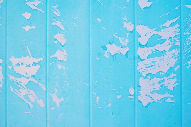 Metalen achtergrond geschilderd blauwe verf met scheuren.