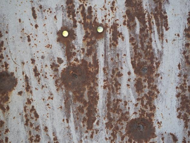 Metalen achtergrond versleten met roest en gaten