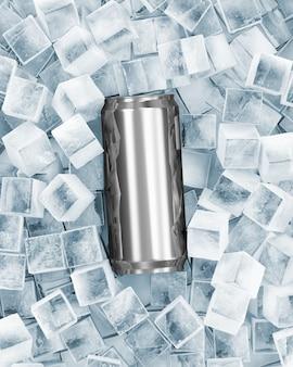 Metalen blikje bier in ijsblokjes