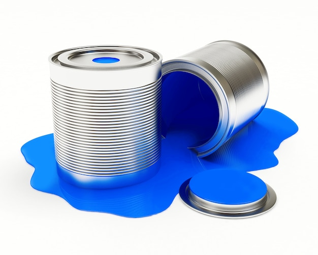 Metalen blikjes in een plas gemorste blauwe verf
