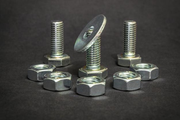 Metalen bouten en moeren gebruikt in de bouw