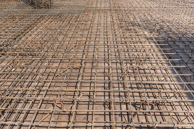 Metalen constructie van staven voor het storten van beton voor fundering