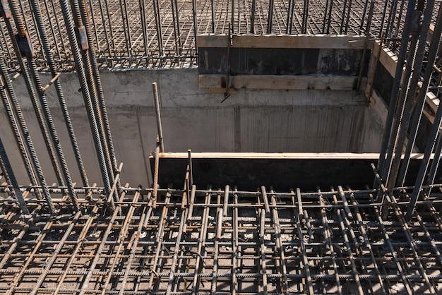 Metalen constructie van staven voor het storten van beton