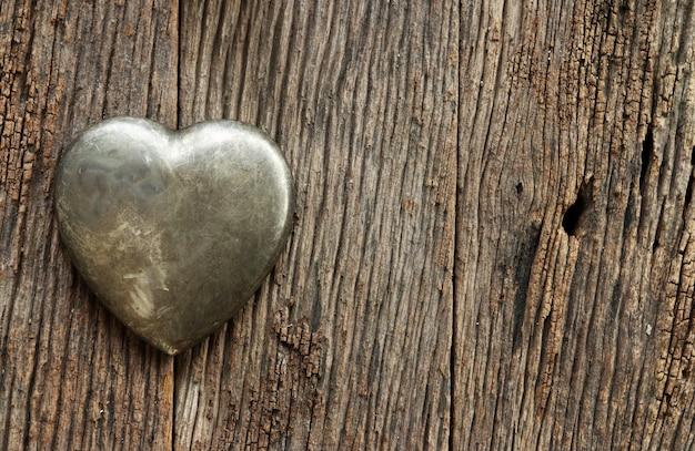 Metalen hartvormige valentijnsdag