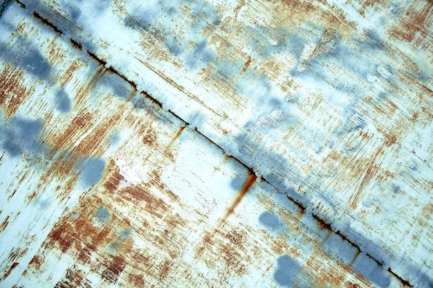 Metalen structuur, roestig metaal met afbladderende verf, stukken metaal met lasnaden. achtergrond, kopieer ruimte.