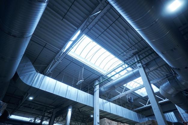Metalen structuur van timmerfabriek