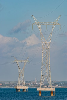 Metalen structuur van transmissie van elektrische stroom