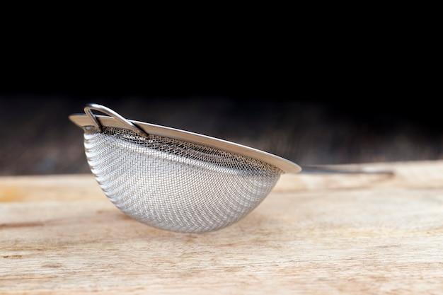 Metalen zeef met kleine cellen voor het zeven van meel en andere voedselproducten in bulk