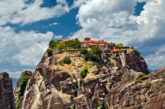 Meteora-rotsformaties. een van de grootste kloosterscomplexen in griekenland