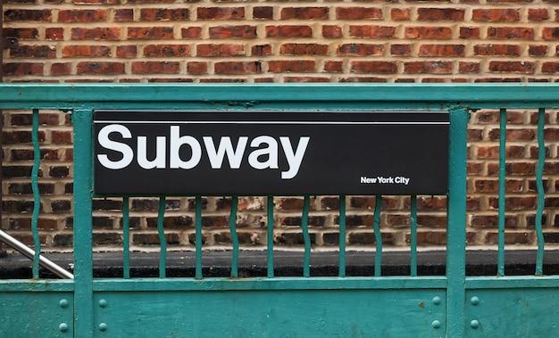 Metroteken in de stad van new york