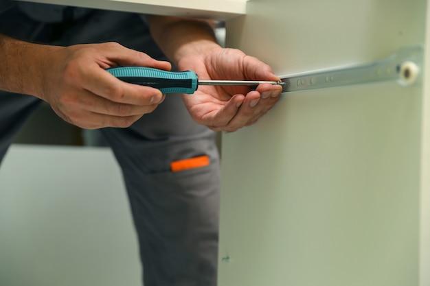 Meubelmontage concept close up meubelmontage service