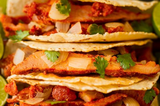 Mexicaans eten concept met taco bovenaanzicht
