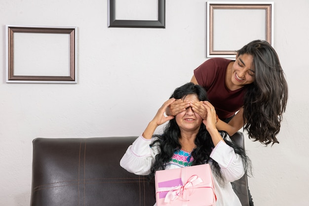Mexicaanse dochter verrassende moeder op moederdag