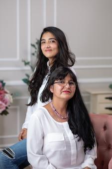 Mexicaanse empowered vrouwen, moeder en dochter