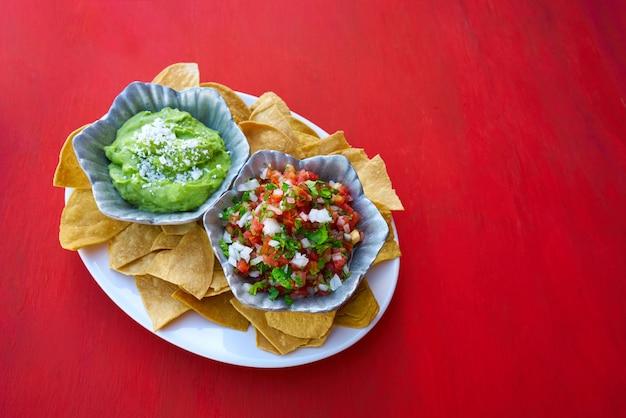 Mexicaanse guacamole en pico gallo sauzen