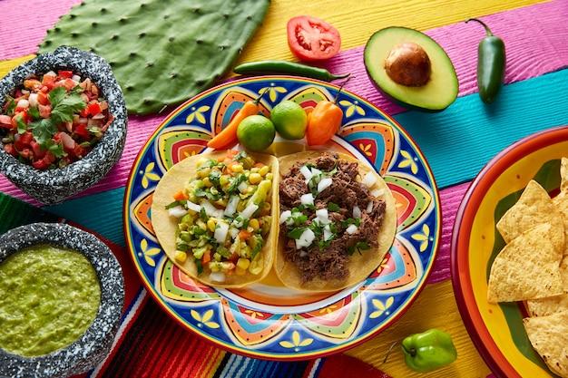 Mexicaanse platillo taco's barbacoa en vegetarisch