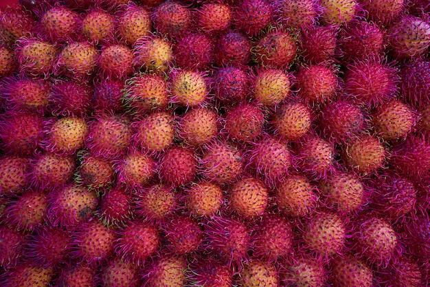 Mexicaanse rambutan gestapeld in raws