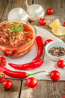 Mexicaanse salsa met ingrediënten