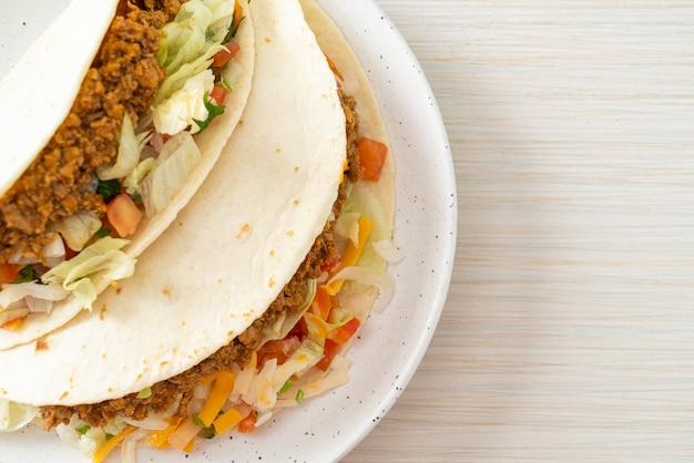 Mexicaanse taco's met kipgehakt - mexicaanse traditionele keuken