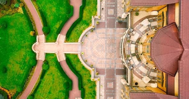 Mezhyhirya national park, gebruik van buxus in landschapsarchitectuur. luchtfoto.