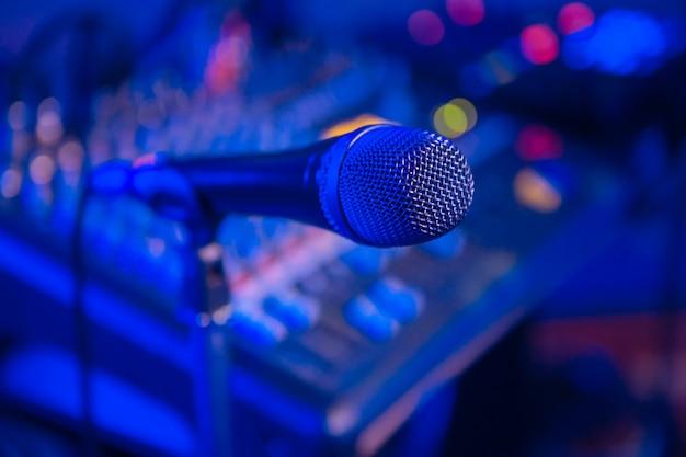 Microfoon audio mixer wazig