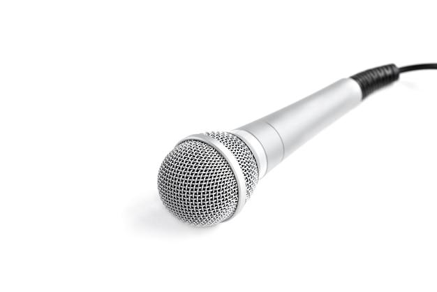 Microfoon geïsoleerd op wit.