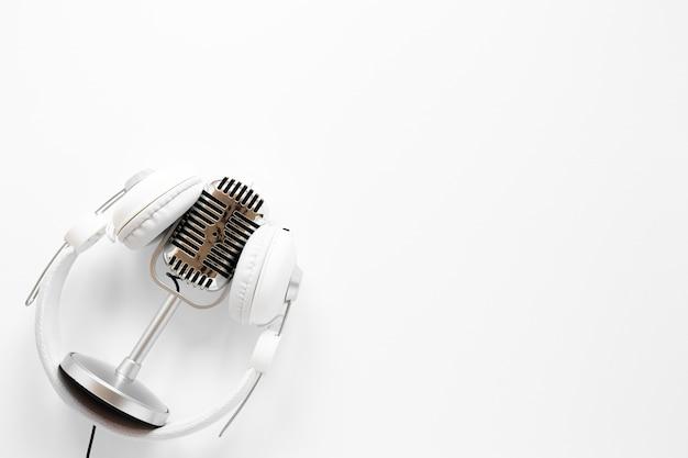 Microfoon met koptelefoon en exemplaar-ruimte