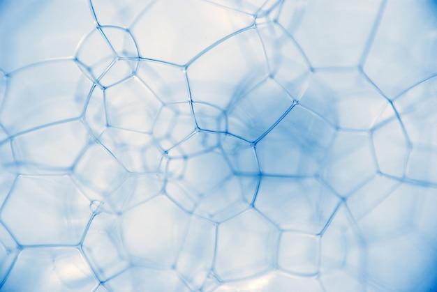 Microfoto van schuimige chemische vloeistof. de keten van verbindingen van microdeeltjes